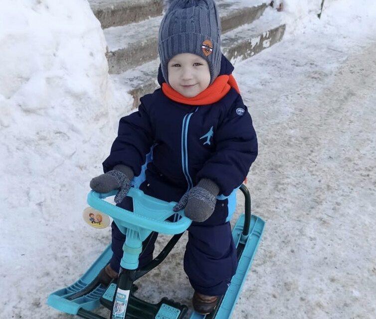 Семён Чернышев получил очередную посылку с лекарствами!